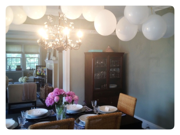 Easy White Balloon Garland